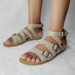 Get 30% off 🔥Blowfish caged sandals size 9